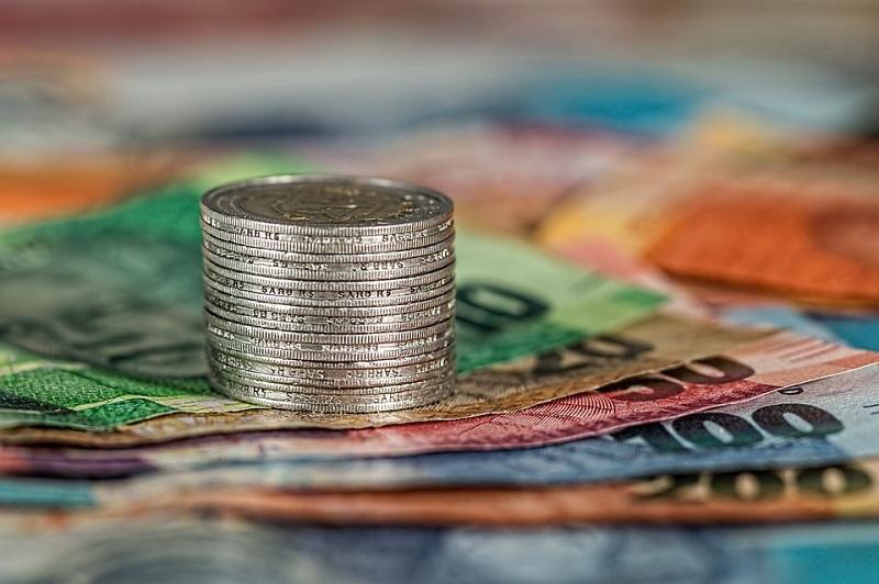 СУДОВИ ОПРЕЧНО О БАНКАМА Српско правосуђе није јединствено у ставу о томе да ли банке имају право наплате обраде кредита