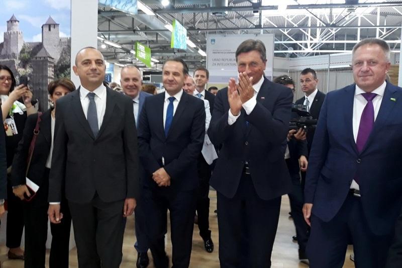 МИЛИЋЕВИЋ ОТВОРИО НАЦИОНАЛНИ ШТАНД СРБИЈЕ НА САЈМУ ПРЕДУЗЕТНИШТВА У ЦЕЉУ