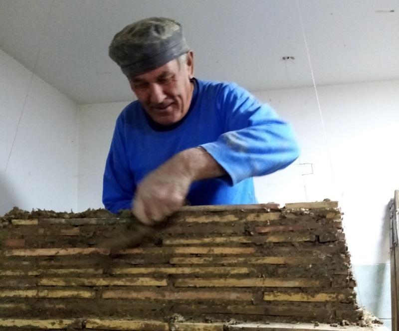 MAJSTOR KERAMIČAR JAROSLAV RIBOVIČ IZ BAČKOG PETROVCA – S MAJSTROM KERAMIKÁROM JAROSLAVOM RYBOVIČOM