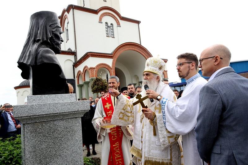 ОТКРИВЕНА СПОМЕН-БИСТА ВЛАДИКЕ ДАНИЛА КРСТИЋА НА КЛИСИ